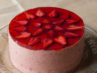 Akemi's Famous Strawberry Mousse Cake
