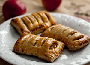 Mini apple pies with puff pastry crust