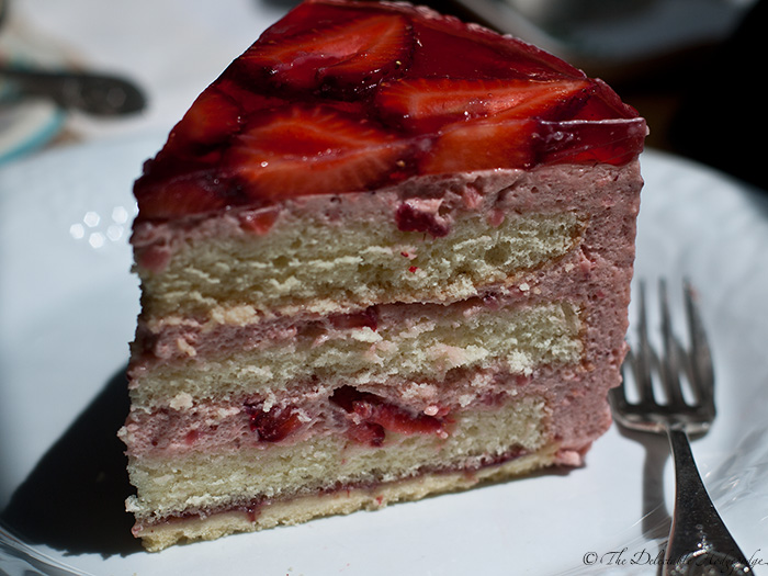 Strawberry Mousse Cake Recipe (Akemi's Famouscake) - The Delectable ...